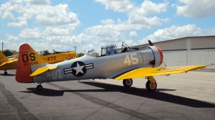 1945 Vintage Airplane SNJ5 T6